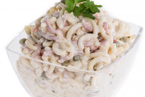 Sonkás-ubis tésztasaláta