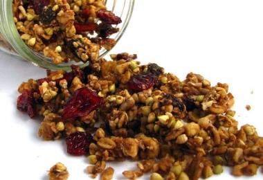 Áfonyás-diós müzli (granola)