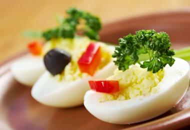 Kölessel töltött tojglik