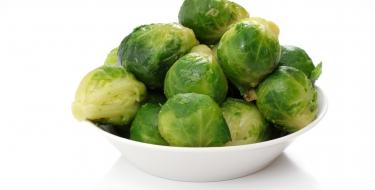 Kelbimbós-mogyorós saláta